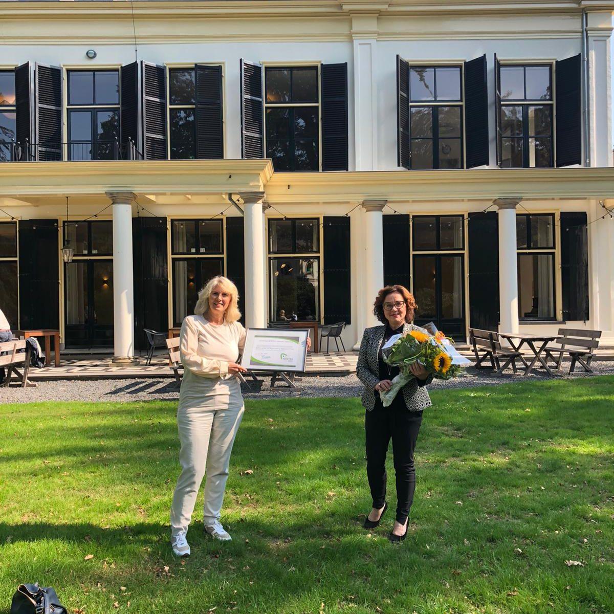 Op 14 september 2020 is YNtraining door NOBTRA gecertificeerd. Pauline van Hoek, eigenaar YNtraining werd door voorzitster Karima Matser in het zonnetje gezet op leslocatie de Horst te Driebergen.